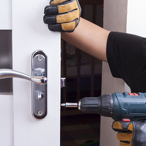 Locksmith2 - NEED TO CHANGE LOCKS? HIRE A LOCKSMITH